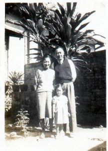 李黎童年與父母合影