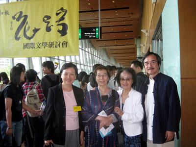 獲頒花蹤文學獎世界華文文學大獎,在會場與李銳(右一),李渝(左二),筆者(左一)合影
