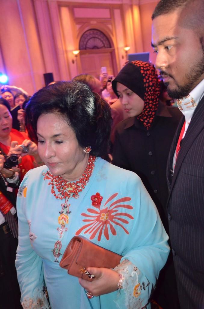 納吉首相夫人進場。 攝影: 王曉蘭 (北美聖地牙哥)