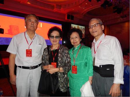 紐約代表 左起: 湯振海、趙淑霞、趙淑敏、陳肇中。