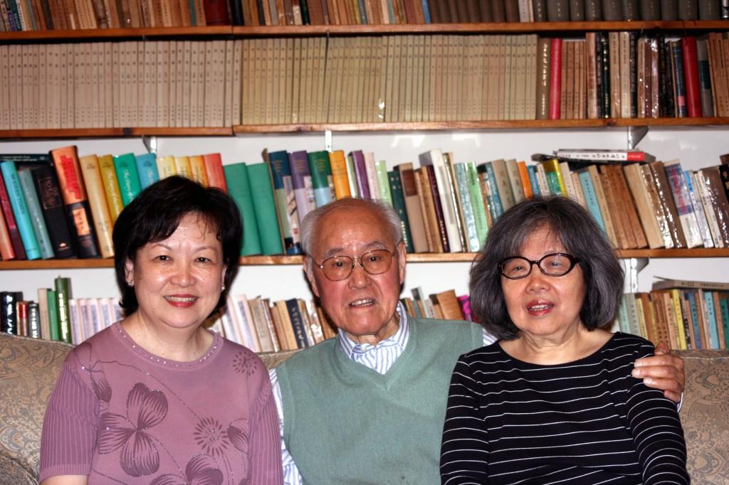 2008年作者初次拜訪夏府,與夏教授夫婦合影.