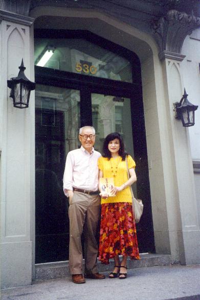 1996.8.2「愛玲與哈佛」發表後,夏教授傳授轉贈姚宜瑛所贈司馬新剛出爐的新書。(張鳳提供)