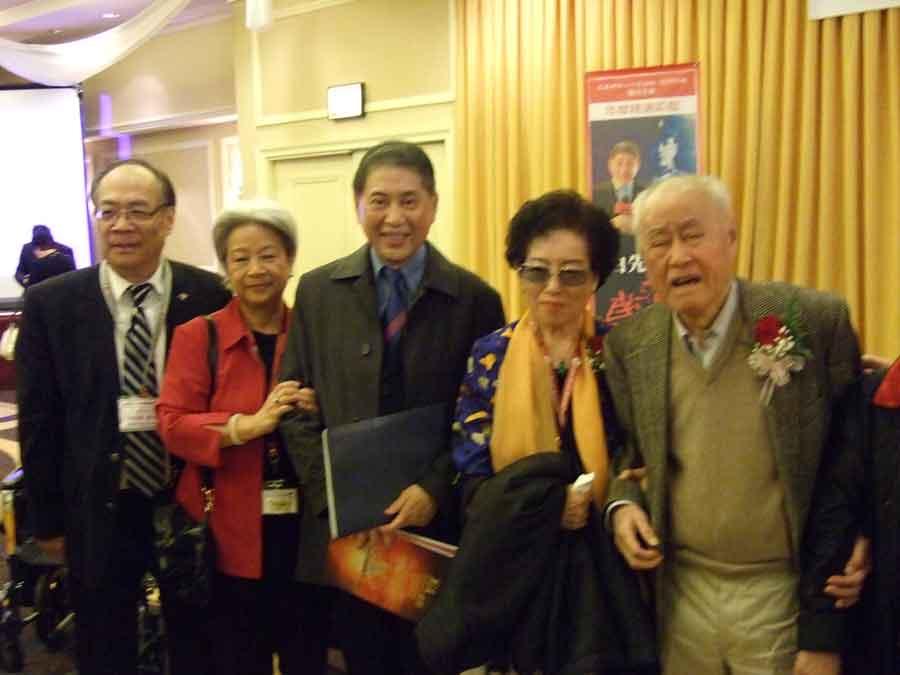 2012年北美大會,左起:張樟華,施叔青,白先勇,趙淑俠,夏志清 〔趙淑俠提供〕