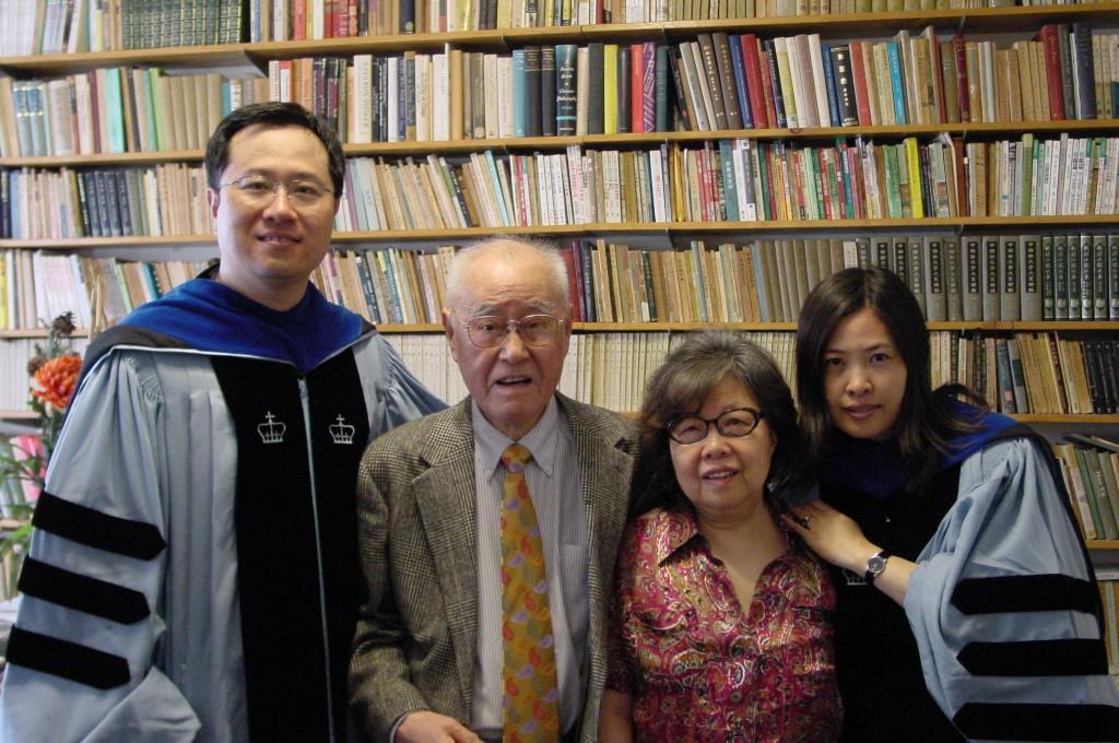 2007年5月, 老師(左二),夏夫人王洞(右二),宋偉杰(左一),王曉珏(右一),於哥大夏宅。