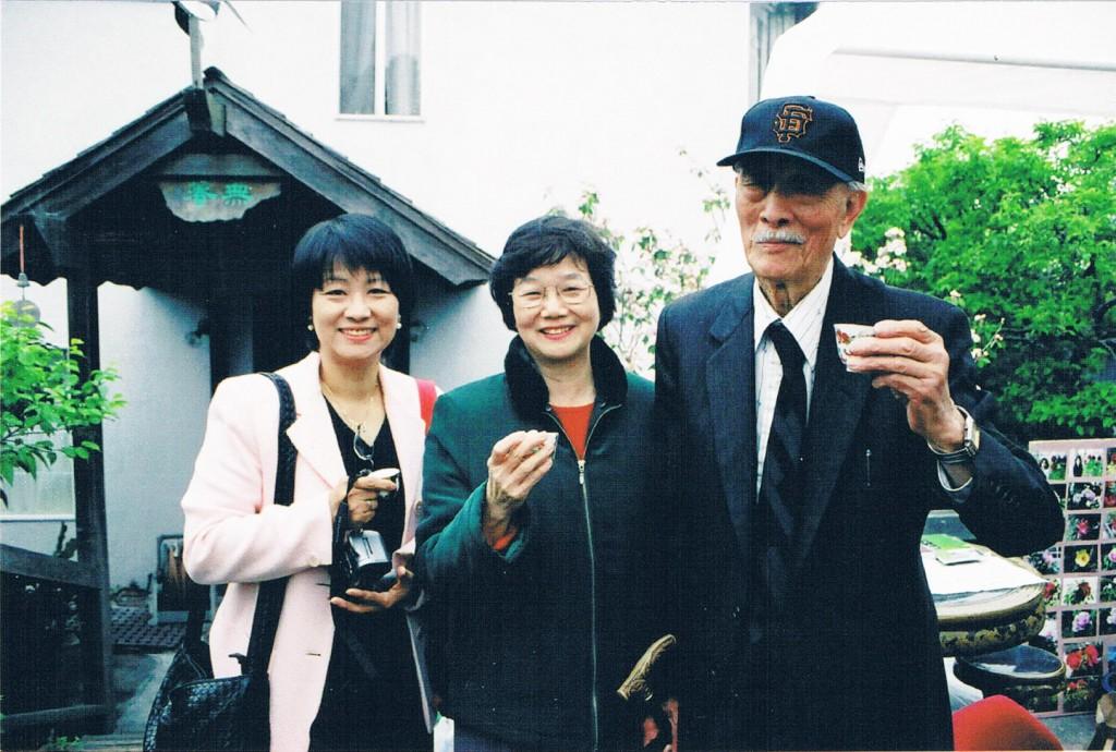 喻麗清(中)與紀弦(右)和潘郁琦
