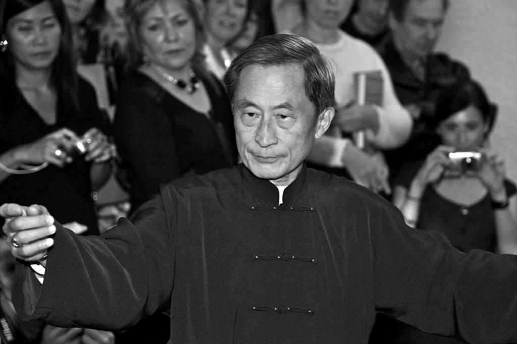 2009 年蒙特利爾,劉榮黔在《太極之意境--知魚樂》新書發表會中演示太極。(Jean Tremblay攝影)