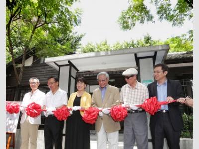 文化部31日在台北舉辦「齊東詩社」開館記者會,文化部長龍應台(左3)邀請詩人鄭愁予(右3)、張默(右2)等貴賓出席剪綵,一同推動「詩的復興」計畫。