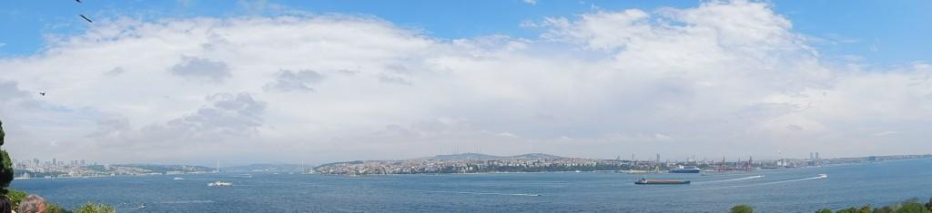 從伊斯坦堡遠眺,那海藍會眷戀哪朝哪代的英雄豪傑,或風雲對決?