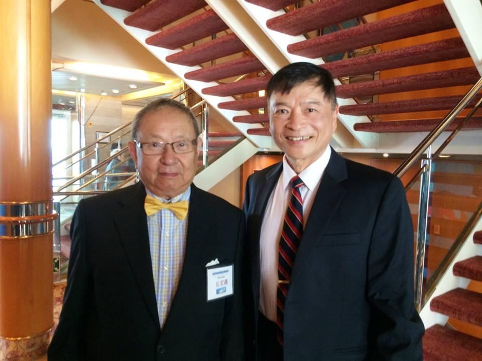 作者與丘宏義教授(左)合影