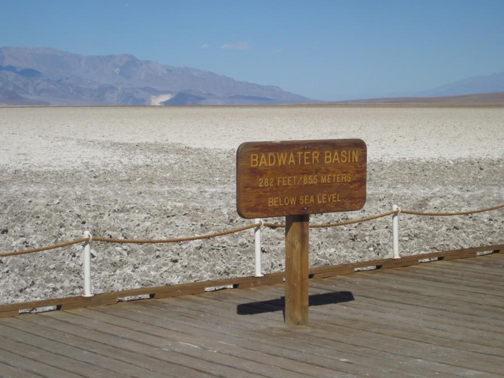 死亡谷惡水盆地。