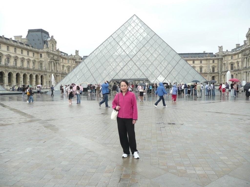 巴黎的羅浮宮 (江明健攝影)