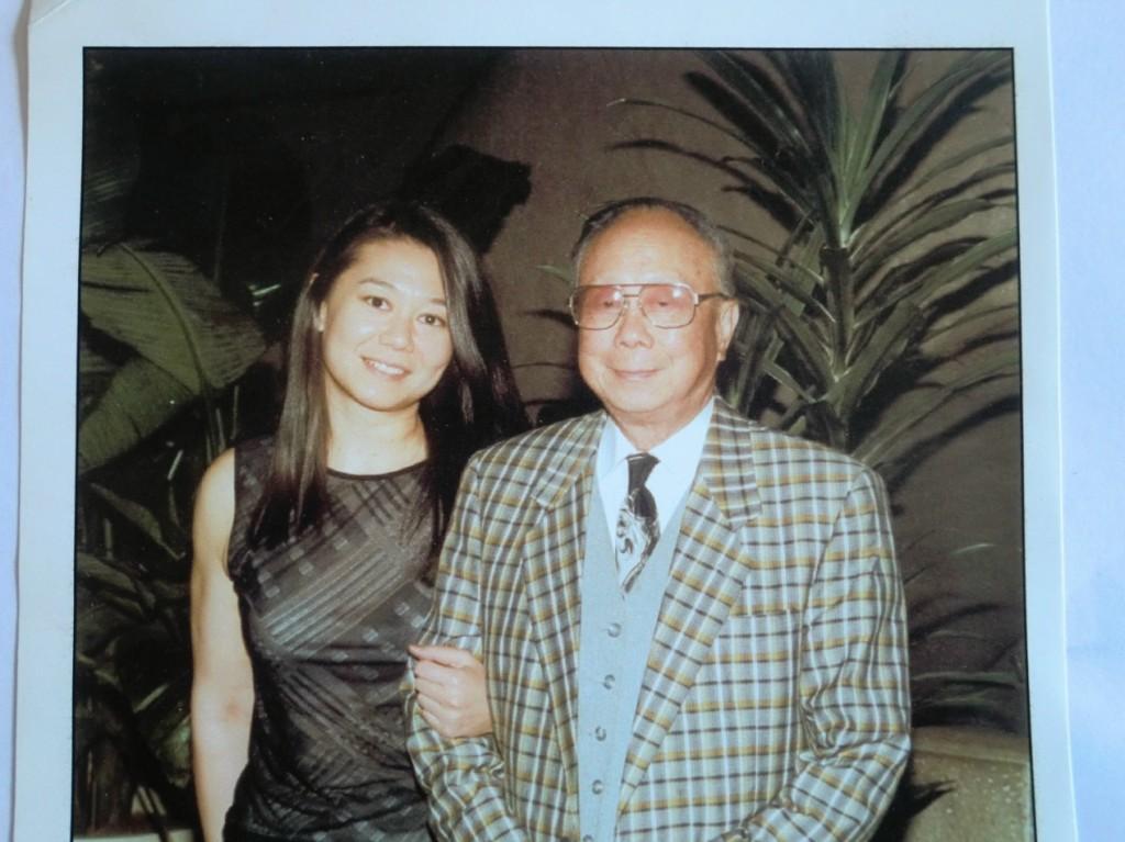 黎錦揚與女兒Angela在紐約合影,女兒從事電影業。