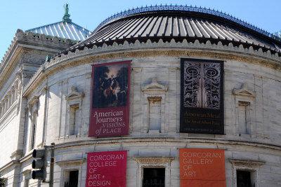 藝廊及學院由名建築師Ernest Flagg 設計,具有新古典主義建築風格