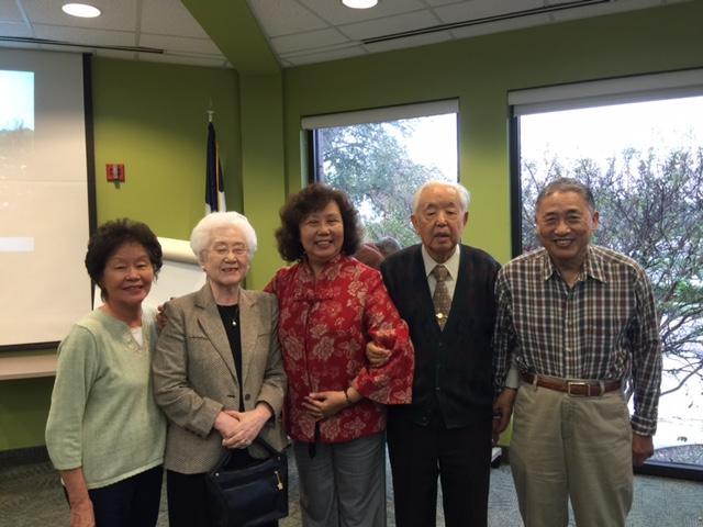 (左起) 王慶頤夫人、楊德進夫人、會長陳玉琳、主講楊德進、王慶頤。