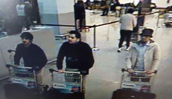 警方公布的嫌疑人畫面,左一為拉奇拉烏伊,左二為易卜拉欣·埃爾-巴克拉伊。(photo by Brussels suspects CCTV.jpg)