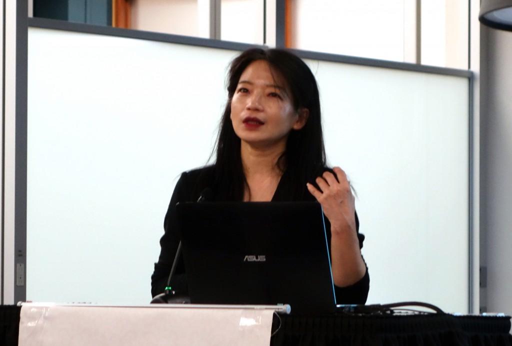 歐麗娟教授演說 (石麗東攝影)
