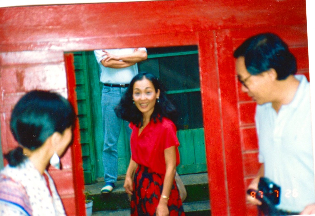 1987年,王晓蓝重访松江路旧家。