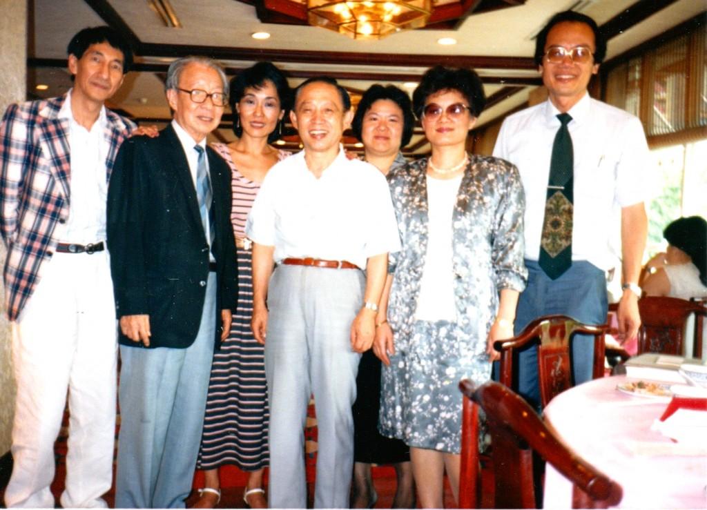 1988年,(右起) 前排陳宏正、季季、傅正、夏道平和王曉藍合影。